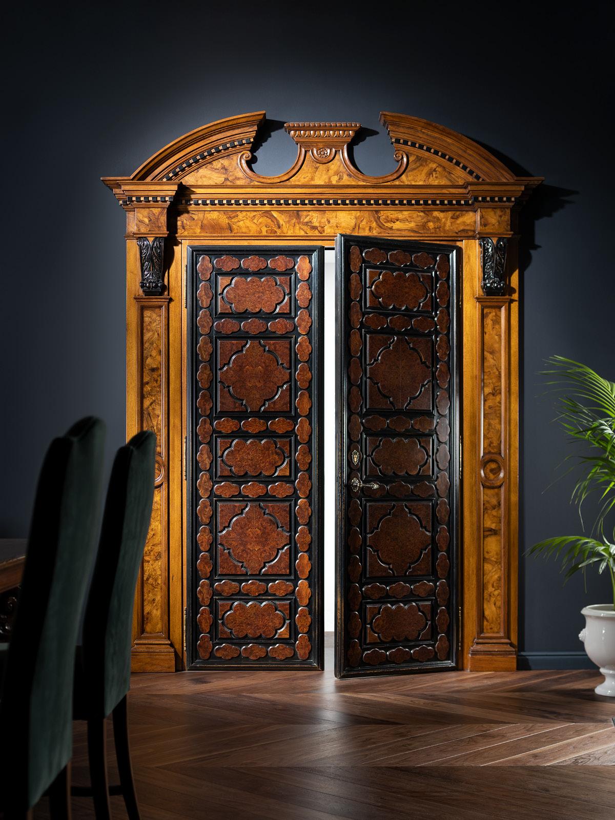 Double entrance door with portal – 287 h 236 cm