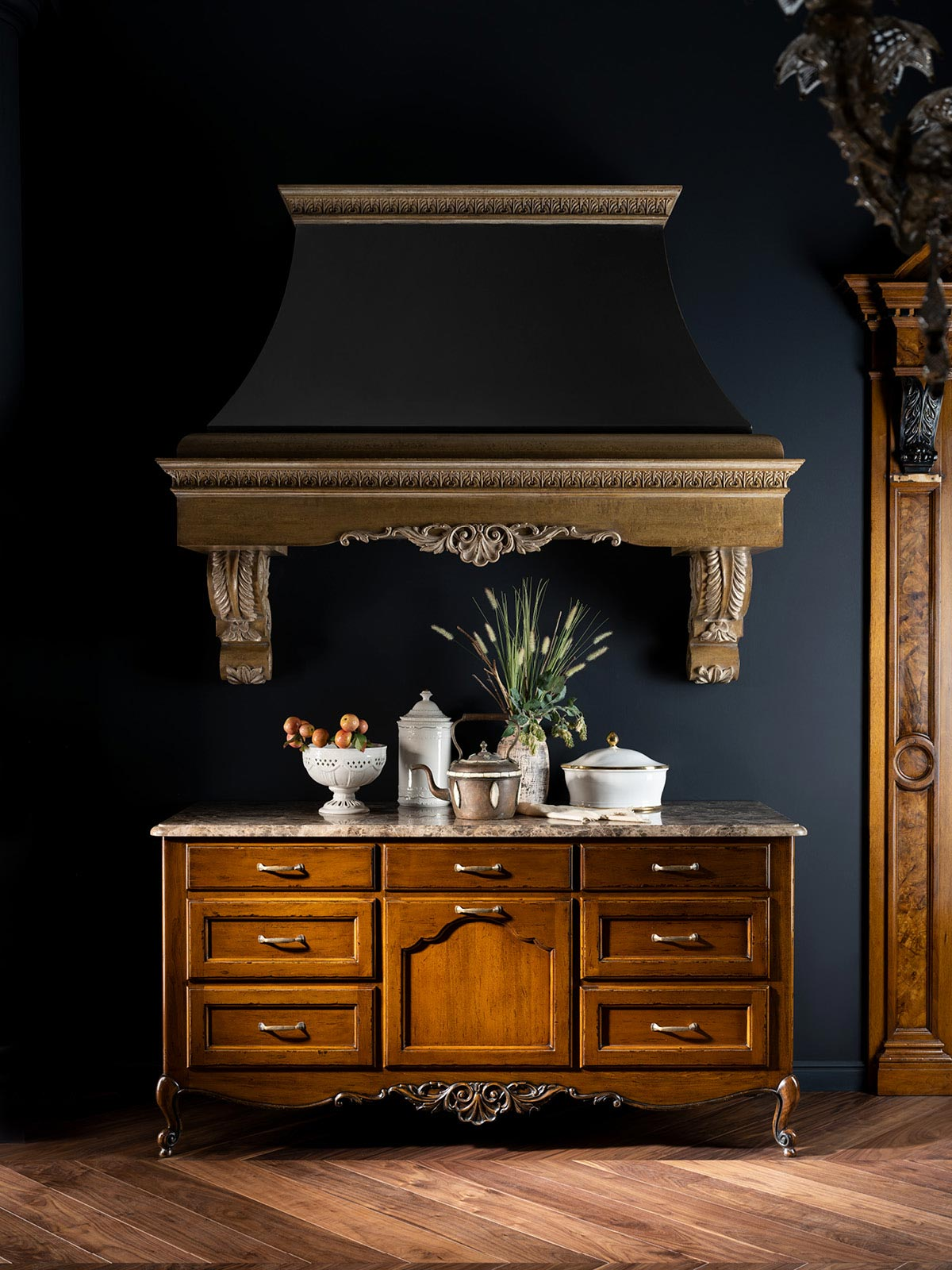 Cooking unit with decorative hood.